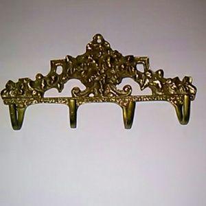 Four Hook Brass Metal Wall Hanger SZ-5.5x3